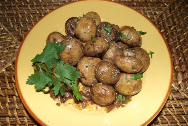Ciuperci la tigaie cu usturoi și ceapă - rețeta de post și dietetică   Savori Urbane