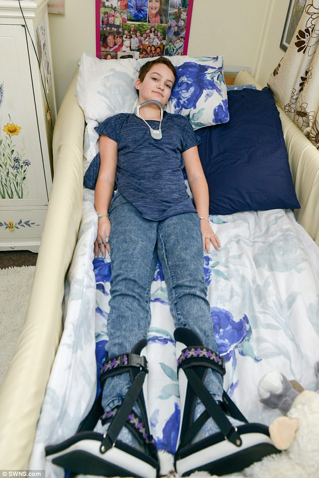 hpv vaccine girl paralyzed papilloma virus vaccino ai maschi