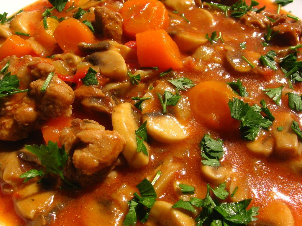 Tocanita de ciuperci cu carne de pui, Rețetă Petitchef