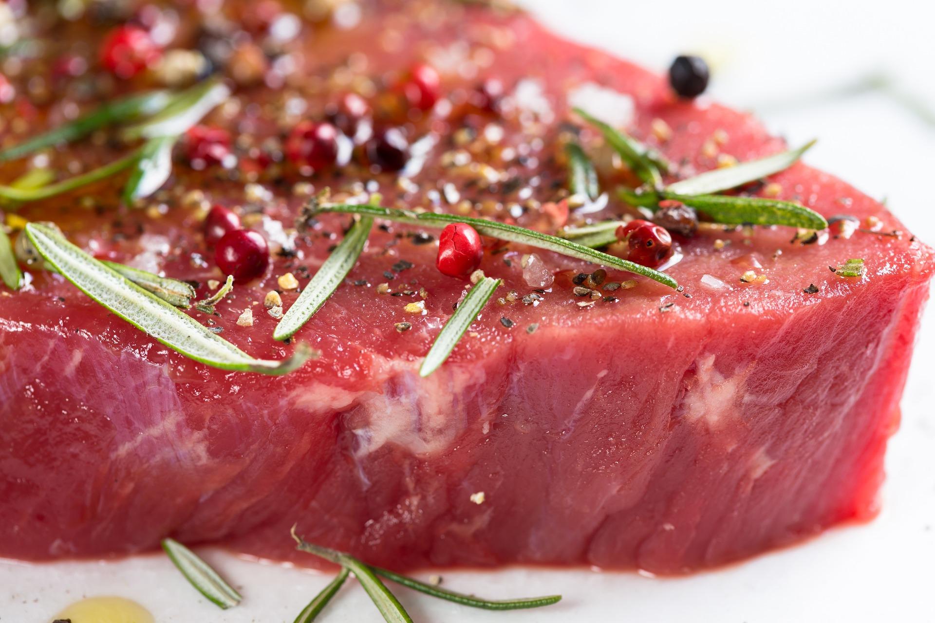 Sfatul nutriționistului // Carnea si cancerul – mit și adevăr